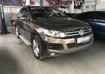Bán Volkswagen Touareg sản xuất năm 2013, màu nâu, nhập khẩu số tự động