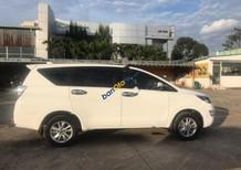 Cần bán Toyota Innova E đăng ký 6/2017 số sàn, màu trắng