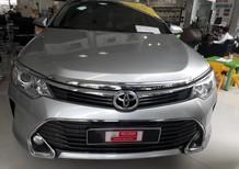 Bán xe Toyota Camry 2.0E đời 2016, màu bạc, xe đẹp như mới, giá thương lượng với khách hàng mua xe