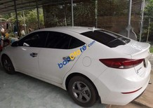 Cần bán lại xe Hyundai Elantra MT sản xuất 2017, màu trắng