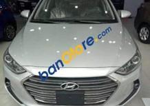 Cần bán Hyundai Elantra sản xuất năm 2018, màu bạc, mới hoàn toàn