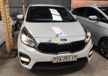 Cần bán Kia Rondo 2.0MT năm 2018, màu trắng số sàn, giá chỉ 598 triệu
