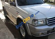 Cần bán gấp Ford Everest sản xuất năm 2005, màu trắng xe gia đình