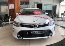Cần bán xe Toyota Camry 2.5Q sản xuất 2018, màu trắng