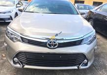 Cần bán xe Toyota Camry 2.5Q năm 2018, màu nâu vàng
