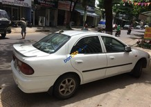 Xe Mazda 323 sản xuất năm 2000, màu trắng