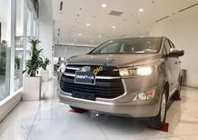 Cần bán Toyota Innova năm sản xuất 2019, màu bạc