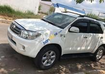 Cần bán gấp Toyota Fortuner năm sản xuất 2009, màu trắng còn mới, giá tốt
