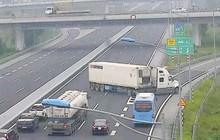 Người lái xe ô tô sẽ bị phạt bao nhiêu nếu lùi xe, đi ngược chiều trên cao tốc?