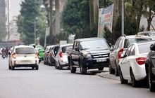 Quy định mới về đỗ xe ô tô trên vỉa hè áp dụng từ 1/7/2020