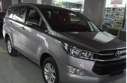 Cần bán xe Toyota Innova 2.0E MT đời 2018, màu bạc