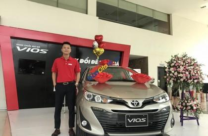 Bán ô tô Toyota Vios sản xuất 2019, màu ghi vàng