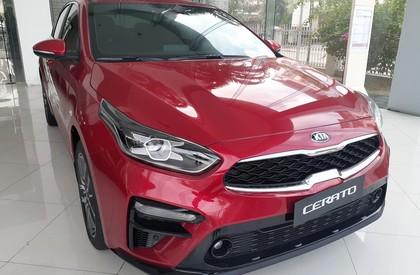 Bán xe Kia Cerato MT đời 2020, màu đỏ, giá 549tr