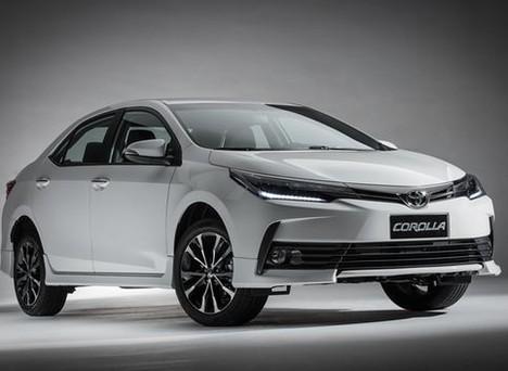 Nên mua Toyota Corolla Altis phiên bản 1.8E hay 2.0V Sport?