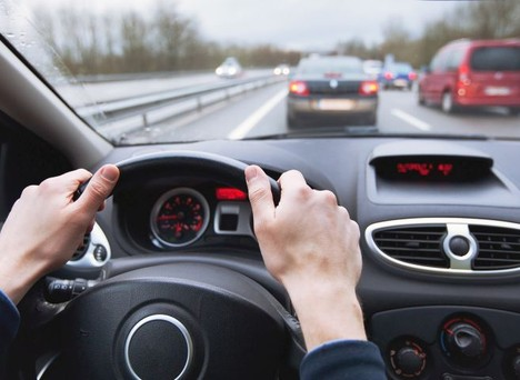 Vì sao không nên để bình xăng cạn khi lái xe ô tô?
